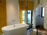 Self- standing Bathtub