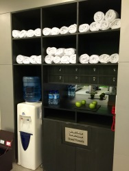 Water, apples and towels at the Gym