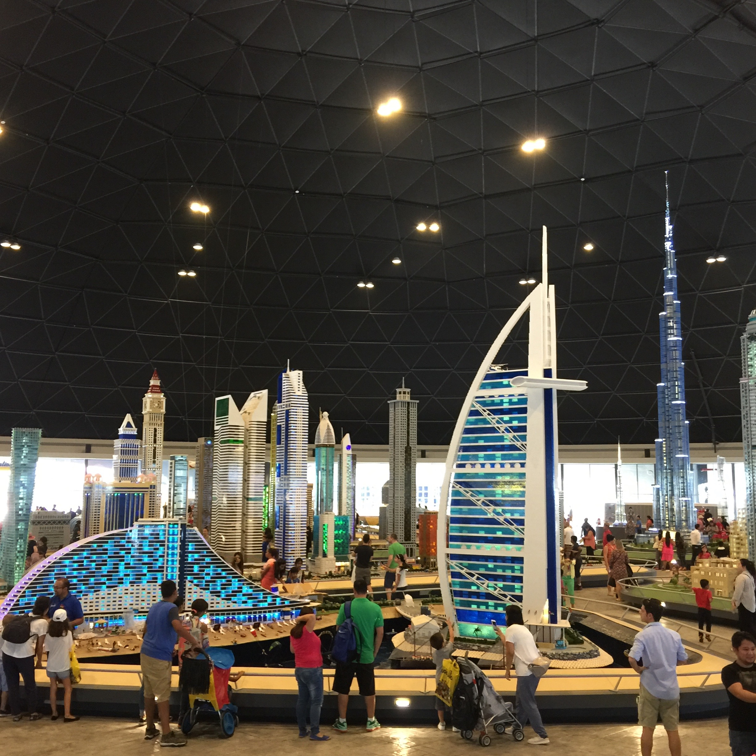 Dubai parks resorts inside legoland dubai 3 days for Videos dubai