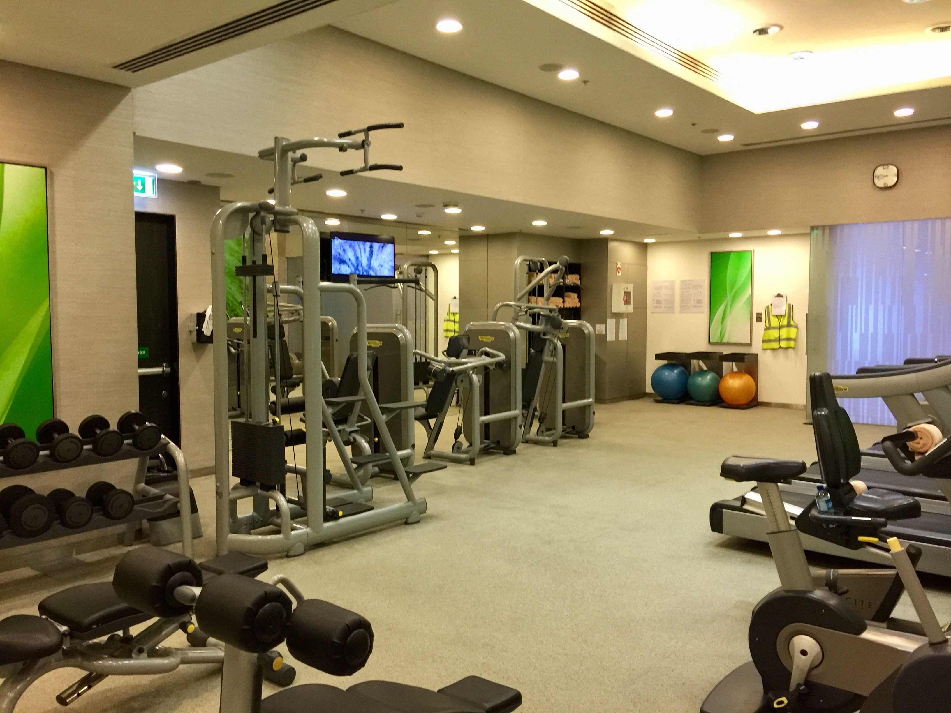 Travel fit workout relax and enjoy bahrain for Salon fitness