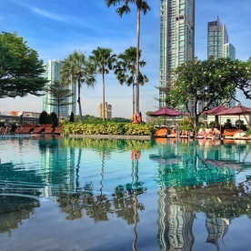 Tropical oasis in the heart of the city - Shangri-La hotel
